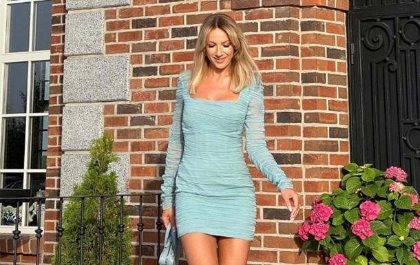 Нікітюк в ефектній сукні привітала Притулу