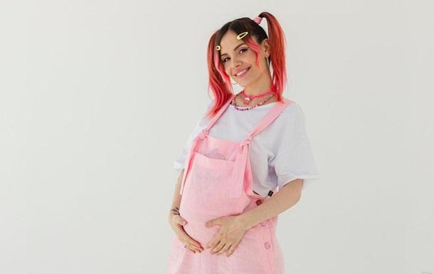 Беременная MamaRika выпустила клип на песню Kava