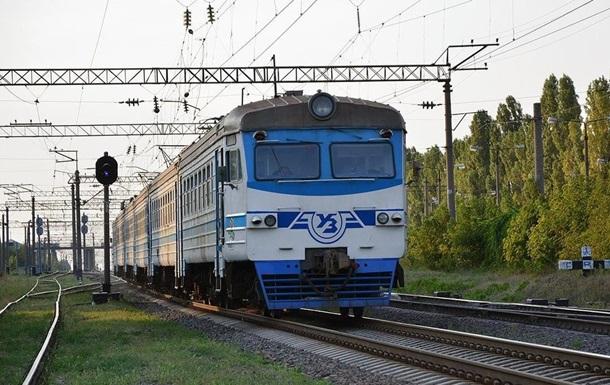 Кидали каміння в поїзд: у Запоріжжі сильно постраждав машиніст