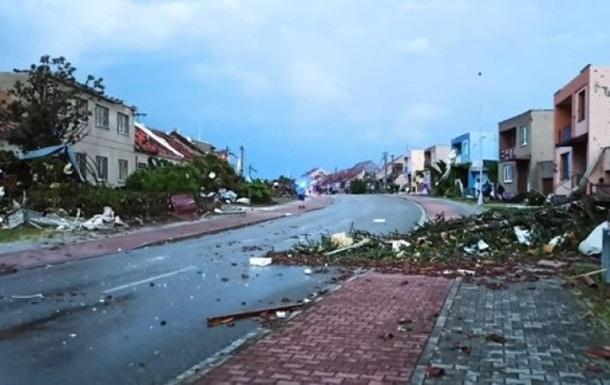 Півднем Чехії пронісся сильний торнадо, є жертви
