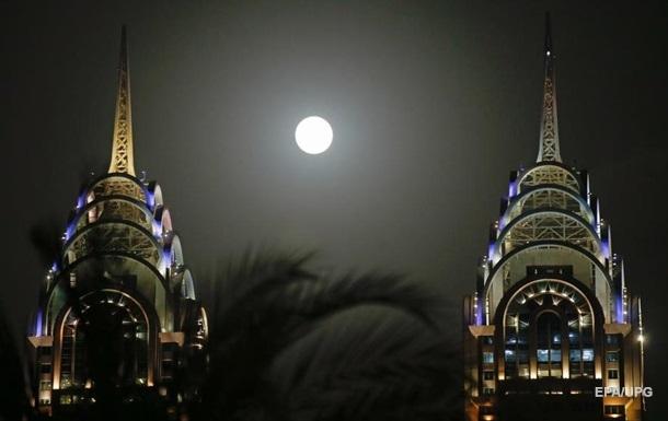У світі спостерігали Полуничний повний місяць