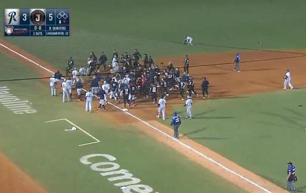 В Мексике на лиге бейсбола возникла массовая драка