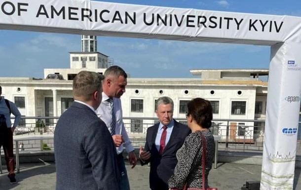 Волкер і Кличко презентували американський університет у Києві