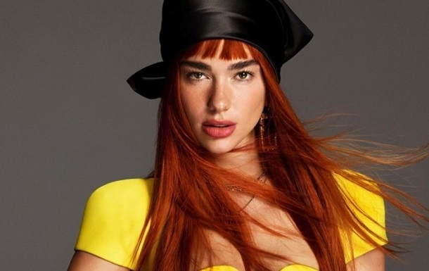 Дуа Липа с огненными волосами снялась для Versace