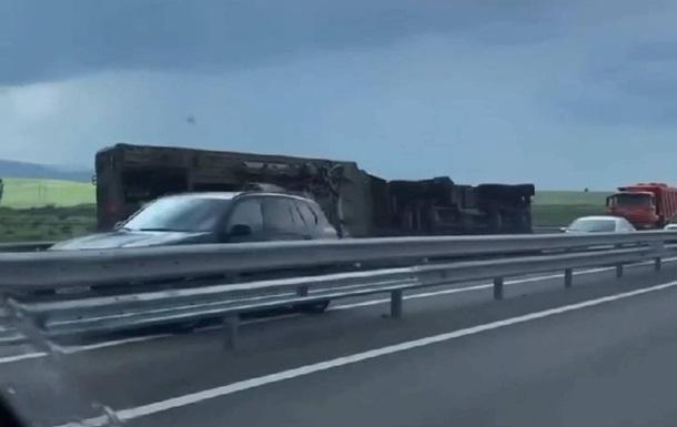 В Крыму военные автомобили попали в ДТП