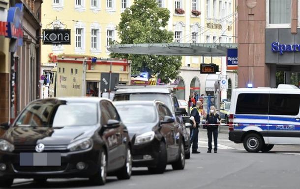 У Німеччині три людини загинули при нападі невідомого з ножем