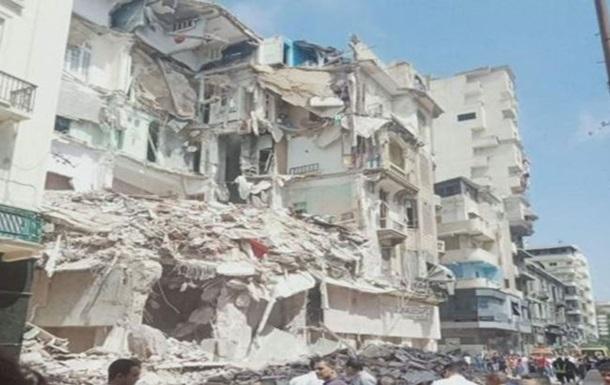 У Єгипті впала частина будинку, під завалами люди