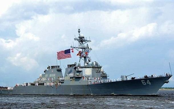 Американский эсминец движется в Черное море