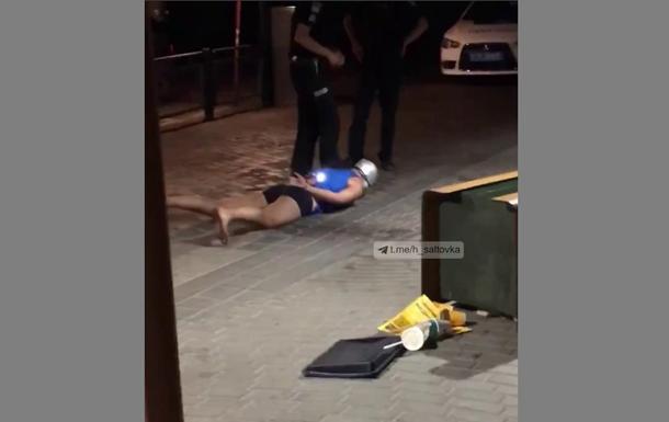 В Харькове неадекват с кастрюлей на голове громил McDonald s