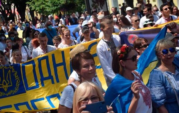 В Одесі пройшов марш вишиванок