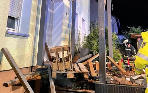 В Германии девять человек пострадали при обрушении балкона