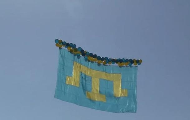 Активісти запустили в небо над Кримом кримськотатарський прапор
