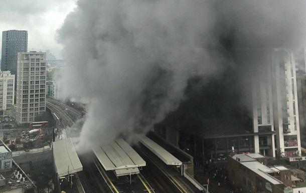 У Лондоні сталася сильна пожежа на залізничній станції