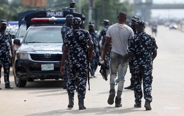 При нападении боевиков на военную базу в Нигерии погибло 14 человек