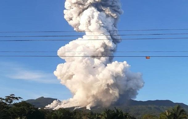 В Коста-Рике начал извергаться вулкан