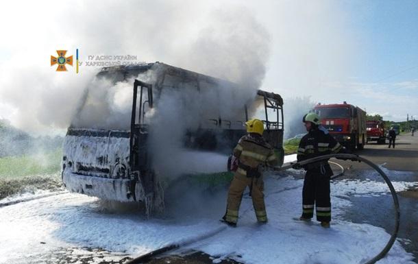 НП в Харкові: на ходу загорілася маршрутка з пасажирами