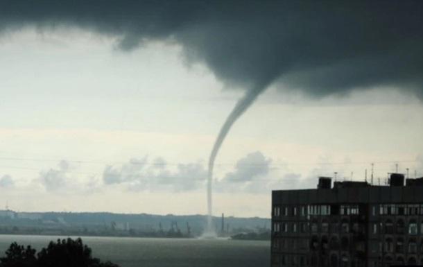 У Криму смерч пошкодив 12 будівель