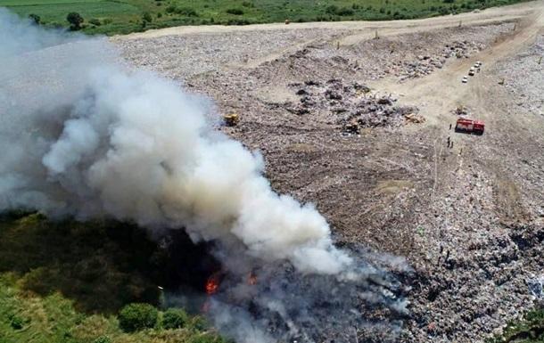 На великому звалищі під Тернополем сталася пожежа