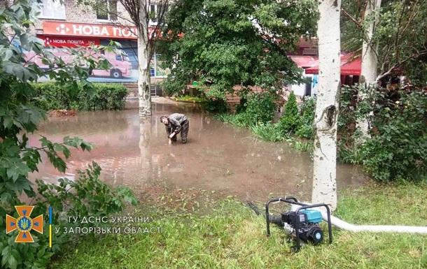 На Запоріжжі через негоду підтоплено будинки