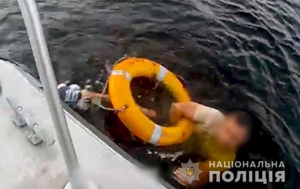 У Києві п яний чоловік впав у річку з екскурсійного теплохода