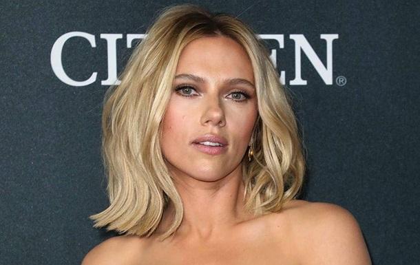 Скарлетт Йоханссон анонсировала открытие личного косметического бренда