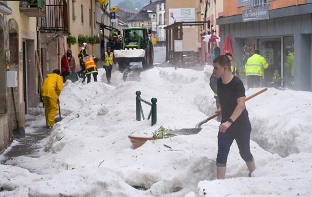 У Франції випало 60 сантиметрів граду