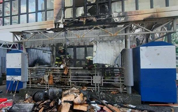 У Києві сталася пожежа в супермаркеті: людей евакуювали