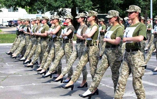 Каблуки на параде: Тарана призвали  провести служебное расследование