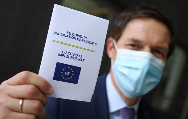 ЄС і Україна запустили ковід-паспорт. Що він дає