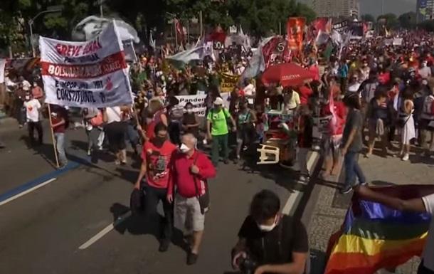 В Бразилии на фоне скандала с вакциной вспыхнули протесты против президента