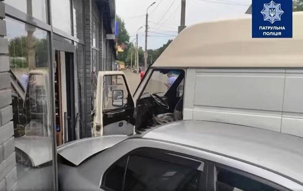 У Дніпрі водій з нападом епілепсії пошкодив кілька авто