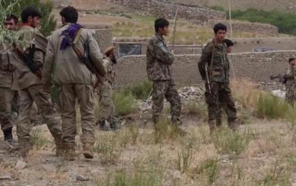 Афганські військові відступають у Таджикистан через натиск талібів