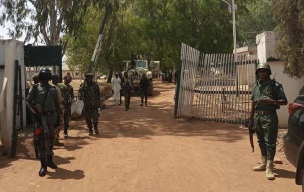 В Нигерии при нападении на школу похищено 140 учеников - СМИ