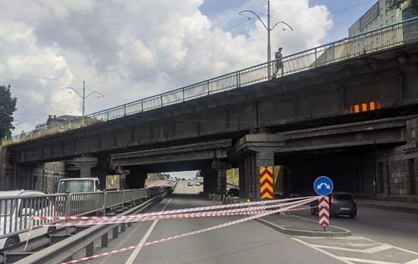 В Киеве осыпались куски бетона с Берестейского путепровода