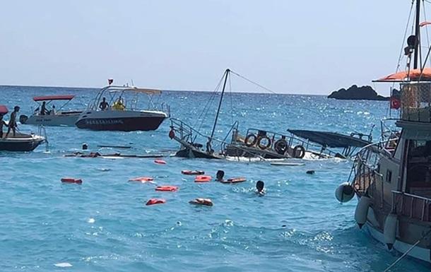 На турецком курорте затонул катер с туристами
