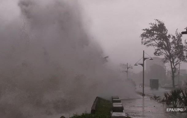 Шторм Ельза посилився до урагану і наближається до Флориди