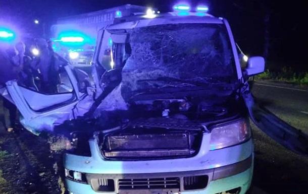 Под Черкассами столкнулись два микроавтобуса, шесть пострадавших