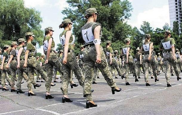 У Міноборони розробили жіночі туфлі для параду