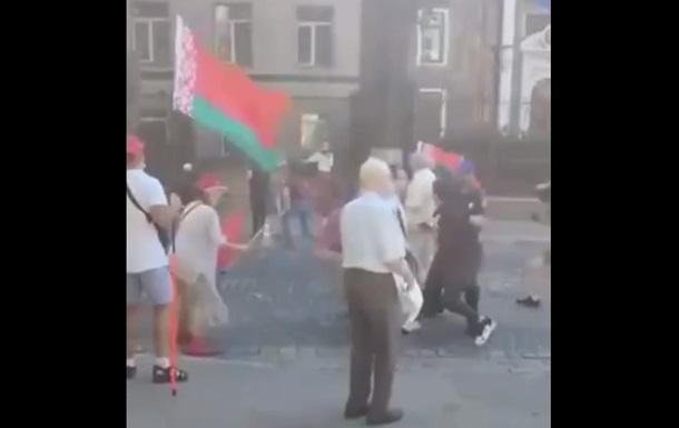 Посольство Білорусі заявило про напад радикалів у Києві