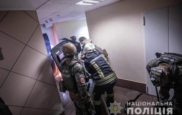 Раненому в Киеве полицейскому врачи собрали руку