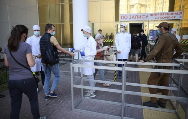 В Украине новый рекорд по COVID-вакцинации