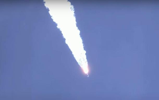 Маск показав вражаюче відео приземлення ракети Falcon