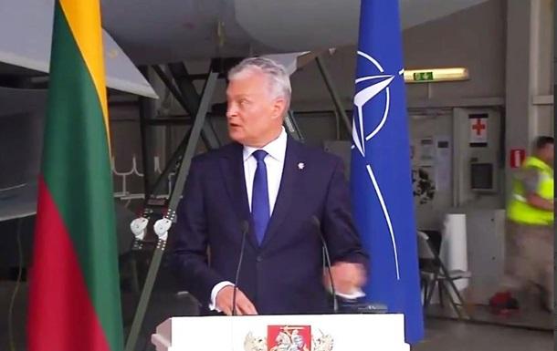Під час виступу президента Литви на авіабазі пролунав сигнал тривоги