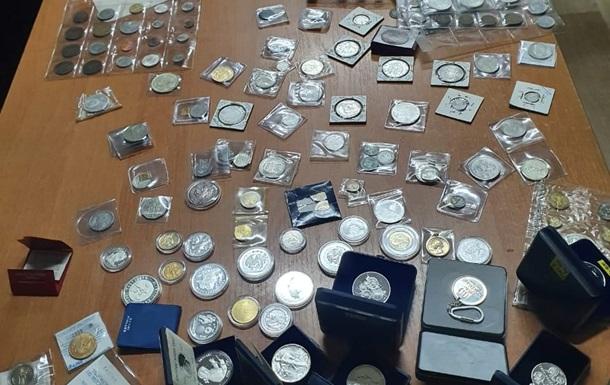 Митники вилучили дві колекції культурних цінностей на півмільйона гривень