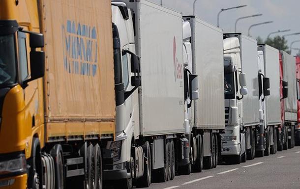 На кордоні Білорусі та ЄС застрягла тисяча фур