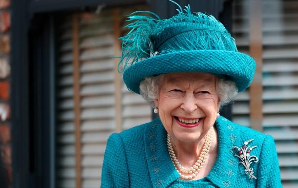 Єлизавета II відвідала знімальний майданчик найстарішого серіалу Британії