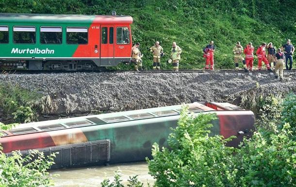 В Австрії вагон електрички з дітьми впав у річку