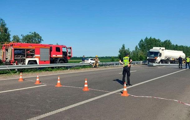 На трассе Киев-Харьков образовалась пробка из-за ДТП
