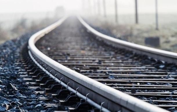 Під Києвом зійшов з колії потяг