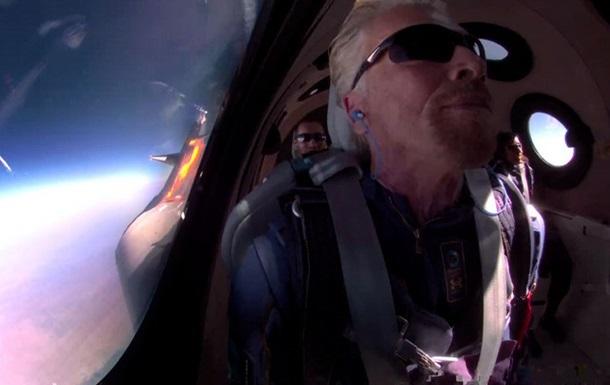 Бренсон поділився враженнями від польоту на космольоті Virgin Galactic